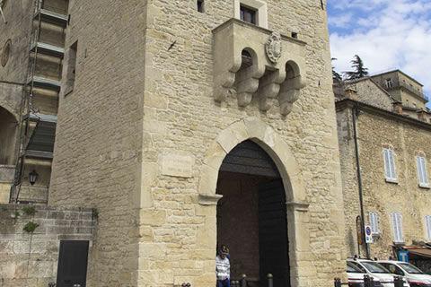 Das Tor des Heiligen Franziskus San Marino